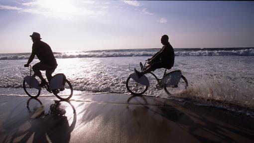 Diez excelentes playas de #Portugal para este verano - via ABC 06-08-2017   Las playas de Portugal son capaces de satisfacer a los bañistas más exigentes, los que comparan siempre con otras latitudes exóticas a la hora de armar una valoración conjunta del entorno. Foto: Playa de Sao Jacinto, Aveiro