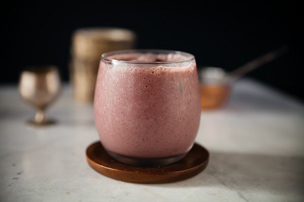 Blueberry and banana vegan smoothie | Recipe | Tonic & Soul  | http://www.tonicandsoul.com/blueberry-banana-vegan-smoothie/