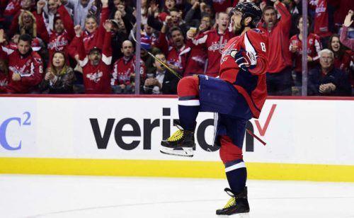 Овечкин опередил Уэйна Гретцки по количеству победных шайб в НХЛ http://mnogomerie.ru/2016/11/24/ovechkin-operedil-yeina-gretcki-po-kolichestvy-pobednyh-shaib-v-nhl/  Капитан «Вашингтона» Александр Овечкин сделал хет-трик в домашнем матче против «Сент-Луиса» (4:3) и по количеству победных шайб в регулярных чемпионатах НХЛ обошел Уэйна Гретцки «Вашингтон» в очередном матче регулярного чемпионата НХЛ дома переиграл «Сент-Луис» со счетом 4:3. У хозяев все четыре шайбы забросили россияне —…