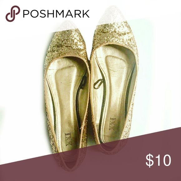 Forever 21 size 9 gold glitter flats Adorable gold glitter flats from forever 21. Excellent condition. Size 9. Great dressed down with forest green pants, or dressed up with a little black dress! Forever 21 Shoes Flats & Loafers