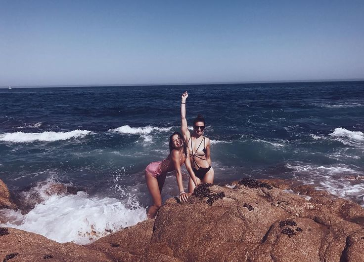 """116.1 mil Me gusta, 116 comentarios - Danielle Campbell (@thedaniellecampbell) en Instagram: """"We attempted a little mermaid moment- maybe next time"""""""