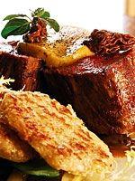 Bife de cordero patagónico con salsa de morillas y rösti de papas - Nuevas recetas con carnes