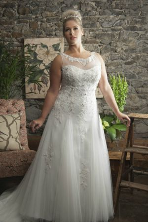 Plus Size Weddingdress With Illusion Neck
