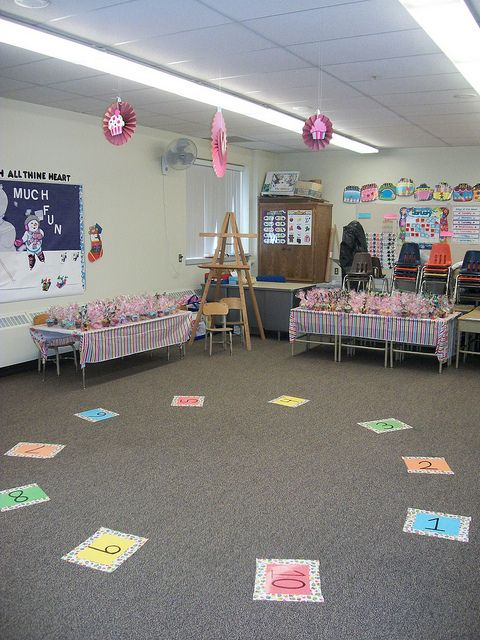 cake walk decorations and nice cake tables maybe use cupcakes so everybody can get one school carnival gamesfall carnivalhalloween - Halloween Cake Games