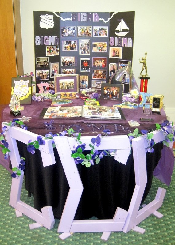 """""""Table terrific ~ Tri sigma! something new to do at formal recruitment"""" Sigma Sigma Sigma Sorority - Alpha Beta at Kent State (KSU) - so proud of my chapter for putting together this beautiful recruitment table!"""