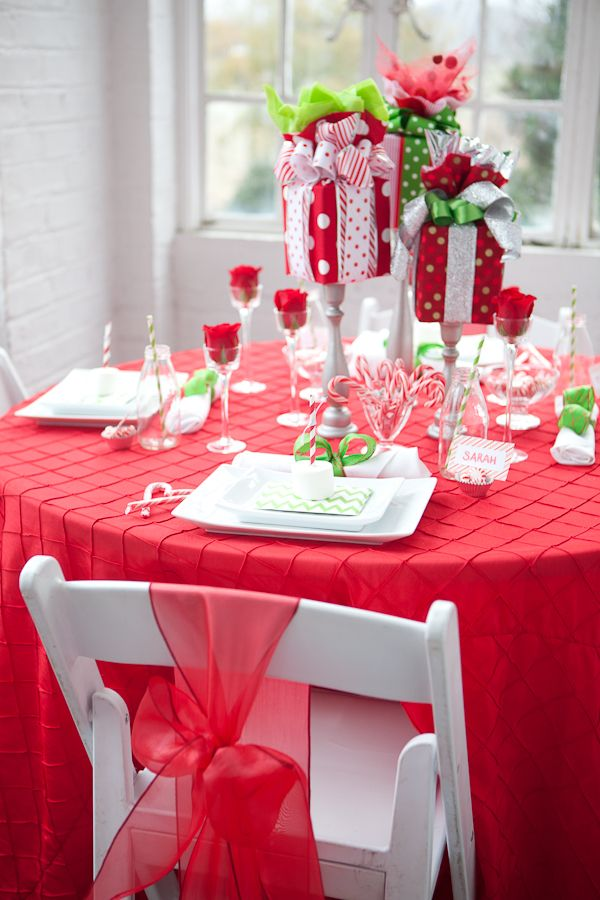 holiday table decor ideas on any budget the present grinch and tables. Black Bedroom Furniture Sets. Home Design Ideas
