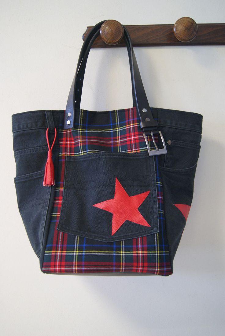 Sac cabas en jean recyclé noir et tissu à carreaux écossais / tartan : Sacs à main par mucyclone