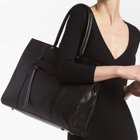 ONE HOUR STEAL‼️Large Rebecca Minkoff Mab Tote Black mab tote by Rebecca Minkoff in like new amazing condition. Large sized Mab tote. Comes with dust bag. Rebecca Minkoff Bags Totes