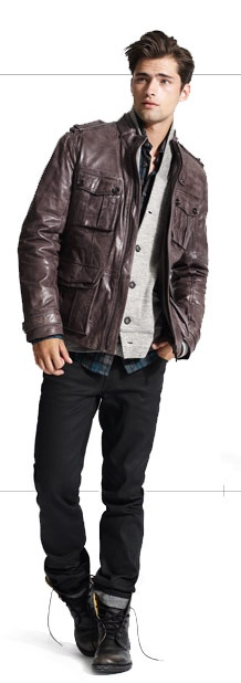 Brown leather jacket, rolled dark wash jeans. Yes. More men should dress like this!
