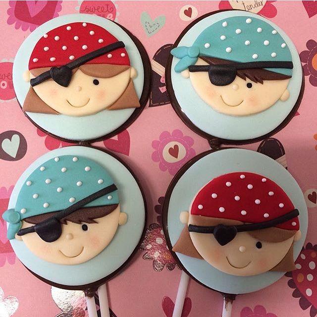 Adorei esses pirulitos dechocolate com o tema Pirata, fofos demais! Por @madamegateau ⚓️❤️ #kikidsparty