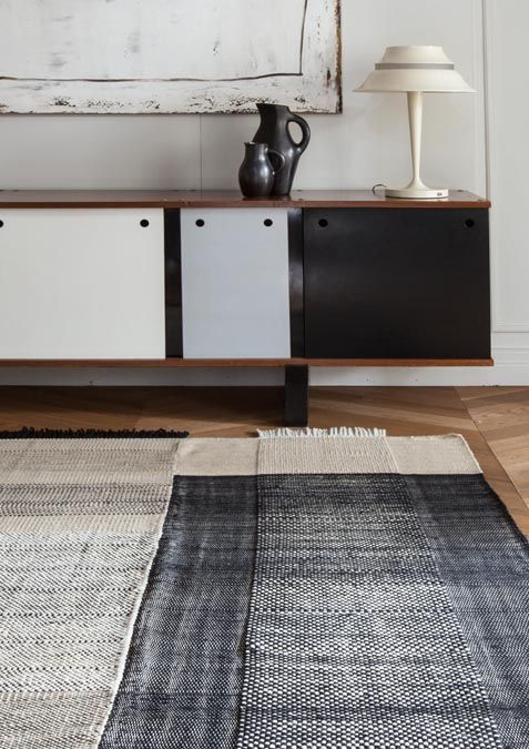 Tres is a flat-weave Dhurrie rug collection designed by Nani Marquina that combines wool, felt and cotton.