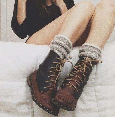 ショートブーツは靴下1cm見えトレンド靴別の脚が太くみえないソックス方程式