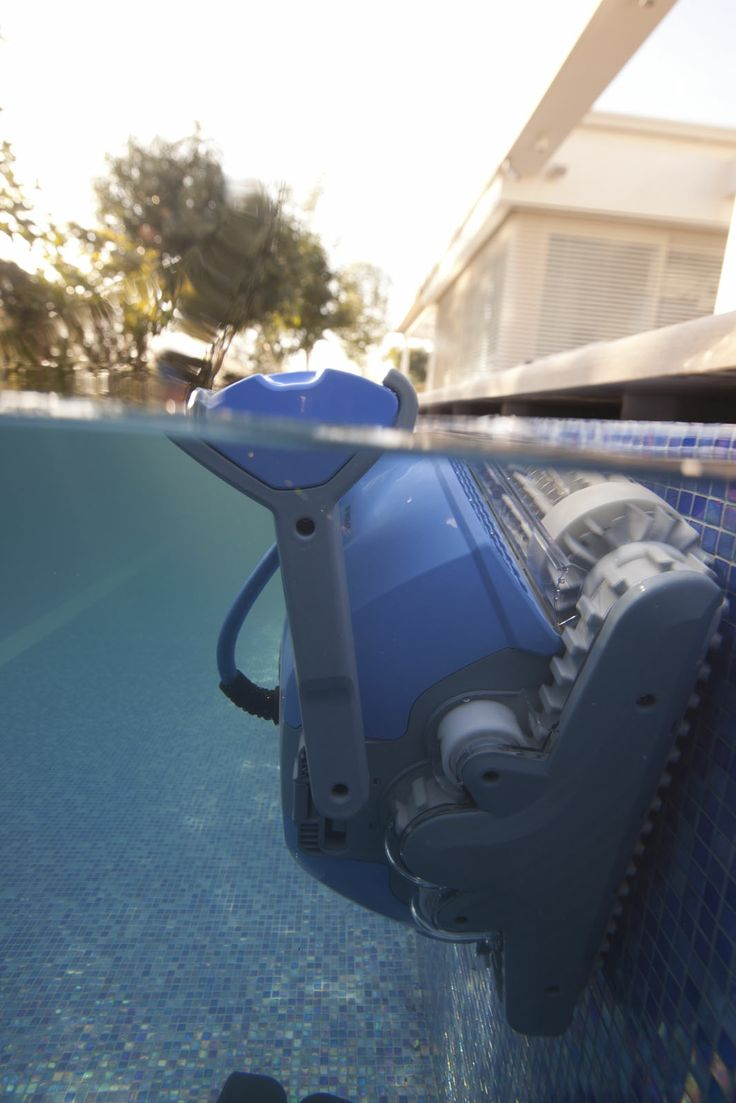 Dolphin Supreme pool cleaner - Doing the hard work on the waterline