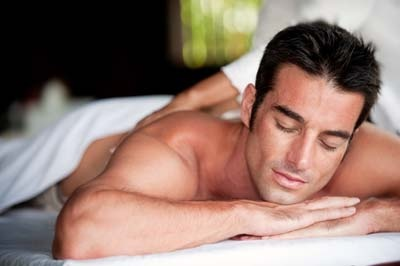 gay-man-getting-massage.jpg (400×266)