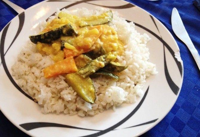 Zöldség curry párolt rizzsel recept képpel. Hozzávalók és az elkészítés részletes leírása. A zöldség curry párolt rizzsel elkészítési ideje: 50 perc