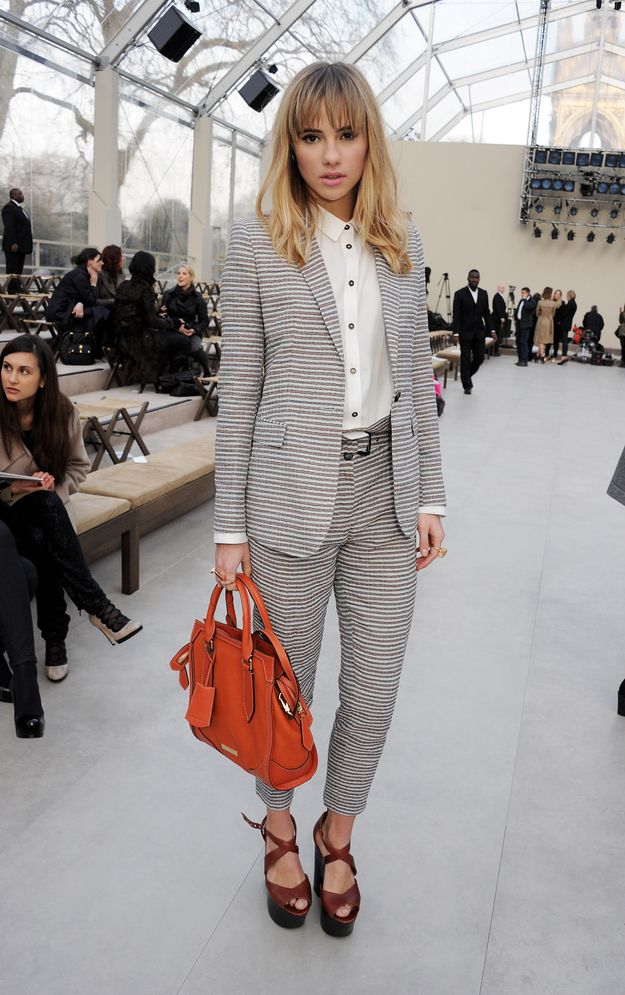 suki looks so tailored on the bottom, yet keeps her signature hair nice and messy and still looks chic.