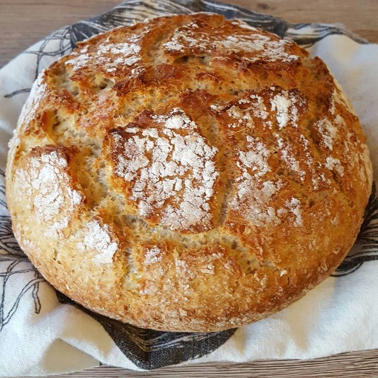 Meillä oli eilen leipä loppu enkä jaksanut lähteä kauppaan, joten tein itse. Tämä ohje on helppo ja nopea. Ja tässä ohjeessa ei...