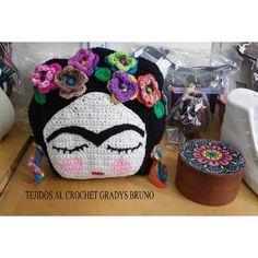 Almohadon Tejido Al Crochet Frida Kahlo - $ 300,00