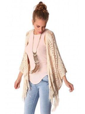 *Beige gehaakte crochet gemaakt van een geweven stof.  Relaxte fit met vleermuis mouwen en de zoom afgewerkt met franjes.  perfect te combineren met een van onze tops!  Heerlijk zomers en zwierig te dragen.