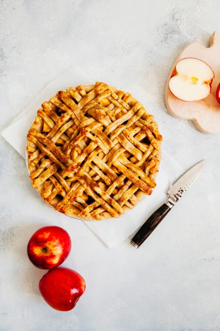 bacon apple cheddar pie - hummingbird high || a desserts and baking blog
