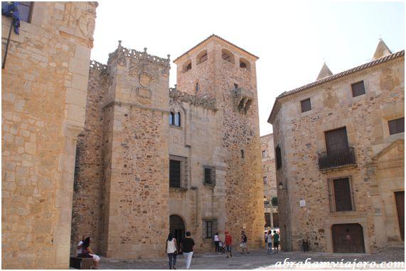 Este edificio esta situado en el recinto monumental de Cáceres. Fue construido por la rama de los Golfín que se instaló en la ciudad…