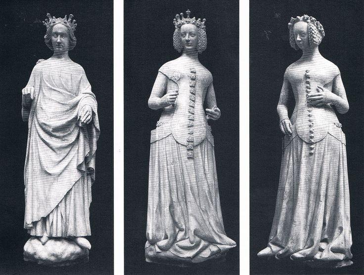 De droite à Gauche, Charles VI, Isabeau de Bavière, Jeanne de Boulogne.   Moulage en plâtre de 1881 à partir d'originaux du Palais de Justice de Poitiers datant probablement de 1389-1393.   Certaines parties ont été restaurés et d'autres ajoutées au XIXe. Statues présentées dans le catalogue d'exposition Paris 1400, les arts à la cour de Charles VI.