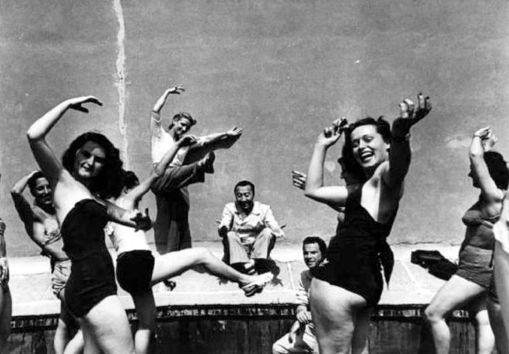 Macario (Erminio Macario) and the chorus girls of his theatrical revue company on the roof of Teatro Lirico in Milan (July 1946).
