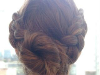 How to create a Dutch Side Braid http://www.cosmopolitan.com/style-beauty/beauty/how-to/a39303/dutch-side-braid-how-to/?mag=cos
