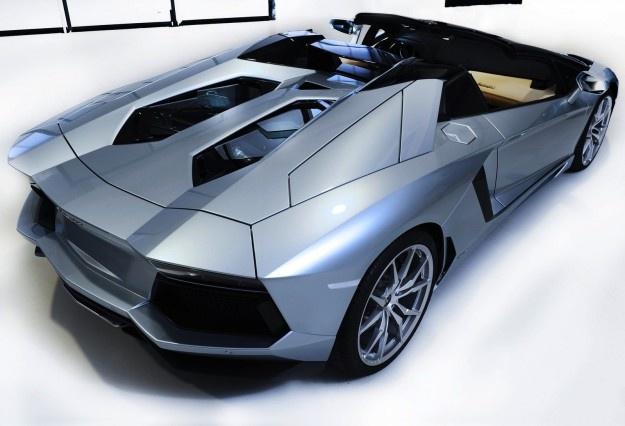 Car Tips: Lamborghini Aventador LP700-4 Roadster: environ $ 845.000-local des prix