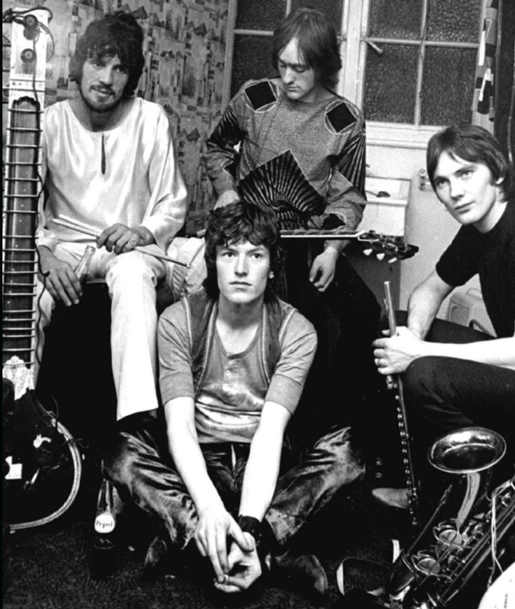 TRAFFIC, 1967. Feelin All Right Dave Mason Steve Winwood - links to other 60's photo images