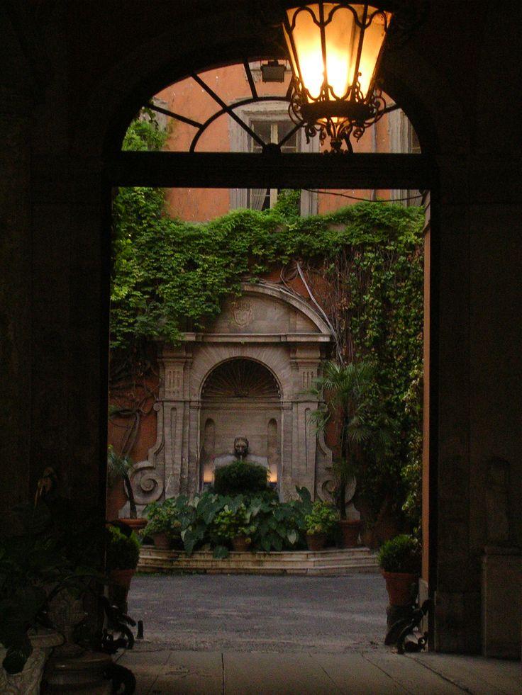 House near the Palazzo del Quirinale (Roma)