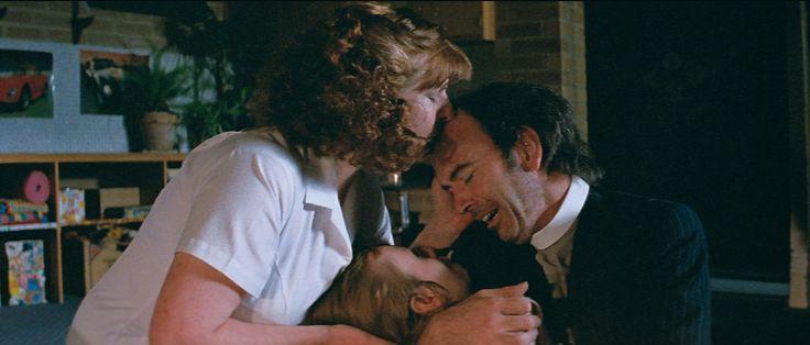 Filmausschnitt mit Carmel Johnson und Nicholas Hope aus dem Film BAD BOY BUBBY (1993). Regie: Rolf de Heer. Erschienen bei Bildstörung auf DVD. Mehr zum Film auf unserer Webseite.