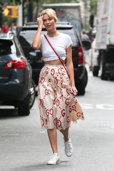 Karlie Kloss wearing Ray-Ban Original Wayfarer Sunglasses, Adidas Stan Smith Sneakers, Gucci Guccighost Skirt and Gucci Soho Leather Bag in Red