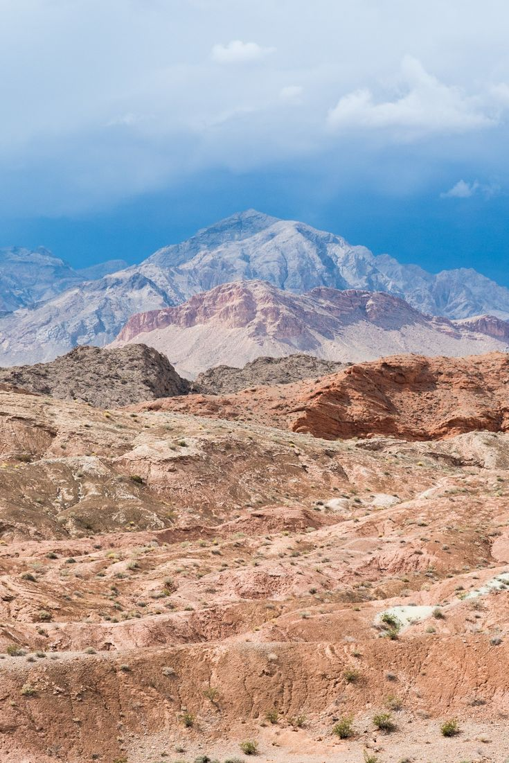Lake Mead // Visit 12 of the best Nevada road trip stops, from the top state parks to hot springs, ghost towns & trails where you'll find solitude and amazing landscapes