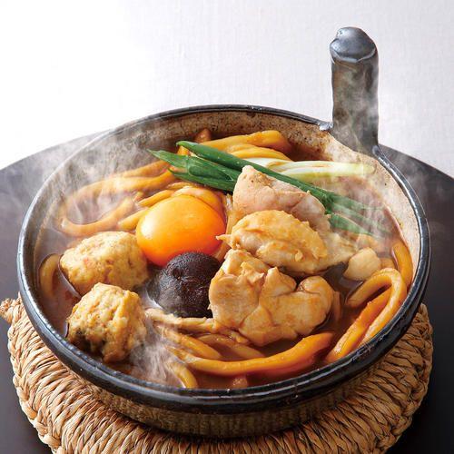 国産小麦と八丁味噌を使用したコクのある味噌煮込みうどんに純鶏名古屋コーチンを詰め合わせた贅沢なセットです。お店の味をご家庭で手軽にお楽しみいただけます。