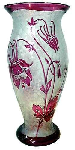 Val Saint Lambert - Belgique : vase en cristal incolor doublé rouge, décor gravé à l'acide, création de Léon Ledru, époque ca 1900. Val Saint Lambert - Belgium : acid etched vase, clear and rubis coloured cristal, Leon Ledru designer, 1900 era.