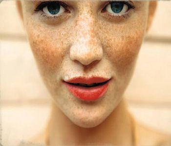 Make up looks voor sproeten. Ben jij gezegend met gezonde sproeten in je gezicht en vind je het lastig hoe je de juiste make up kunt kiezen? Ga jij voor..