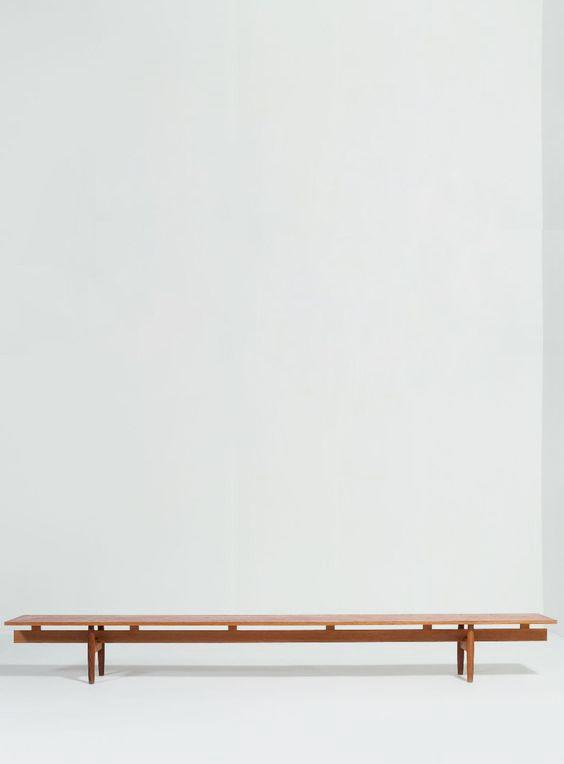 IB KOFOD-LARSEN (1921-2003) Danemark Grand banc Chêne Vers 1960 H_35 cm L_300 cm P_35 cm