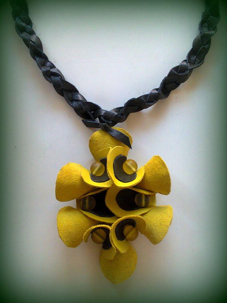 genuine leather short necklace/KINZ jewelry