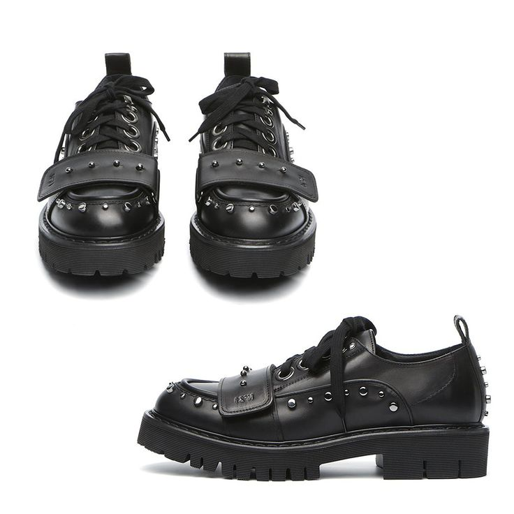 Calfskin lace up shoe with metallic studs throughout from N°21. A round toe, lace up closure. Metallic eyelets. Leather band at toe vamp side. Cotton laces. Partly jagged extra light rubber sole. Water resistant sole. Leather lining. Designer Alessandro Dell'Acqua.