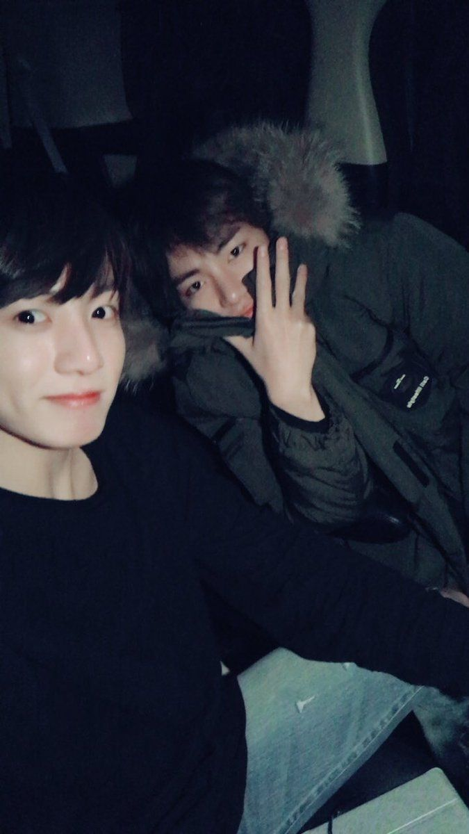 Jungkook and V❤ [BTS Trans Tweet] 모두감기조심하세요 / Please be careful not to catch a cold too (TAEKOOK! We will be careful! You guys haven't posted a selfie together in ages omg! Finally lmao) #BTS #방탄소년단