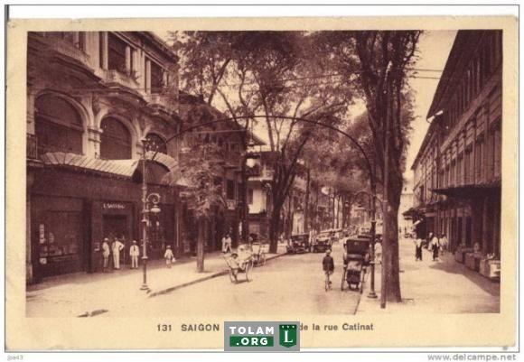Đường Catinat (hiện là Đồng Khởi) năm 1920. Đây là con đường sang trọng nhất Sài Gòn thời thuộc Pháp dành cho giới thượng lưu