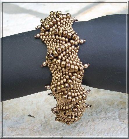 Bracelets - Page 5 - Le Blog de Peetje Free form with graduated sizes. Very cool.