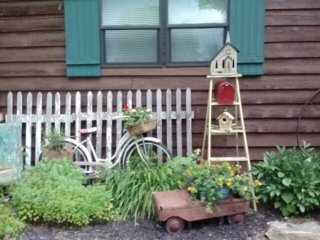 AND WHAT'S A COTTAGE GARDEN WITHOUT AN OLD BIKE, OLD