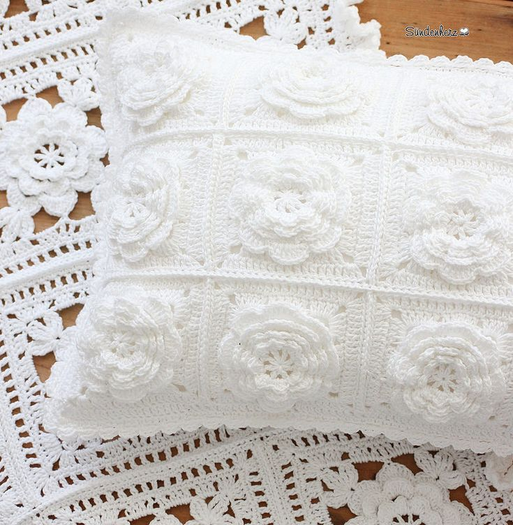 http://www.aliexpress.com/store/1687168 Crochet Flower Cushion. // THE ONE ON THE BOTTOM IS BEAUTIFUL, TOO!!! A