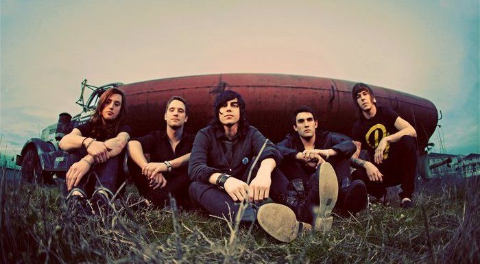 Sleeping With Sirens did a cover of the Goo Goo Dolls song Iris. Watch below: