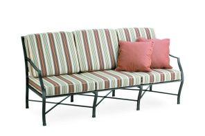 Sofá de 3 plazas de aluminio fundido para amueblar y decorar las extancias exteriores. € 358,00 http://www.thoiti.com/muebles-de-exterior-point/sofas-de-exterior-point/sofa-cross.html