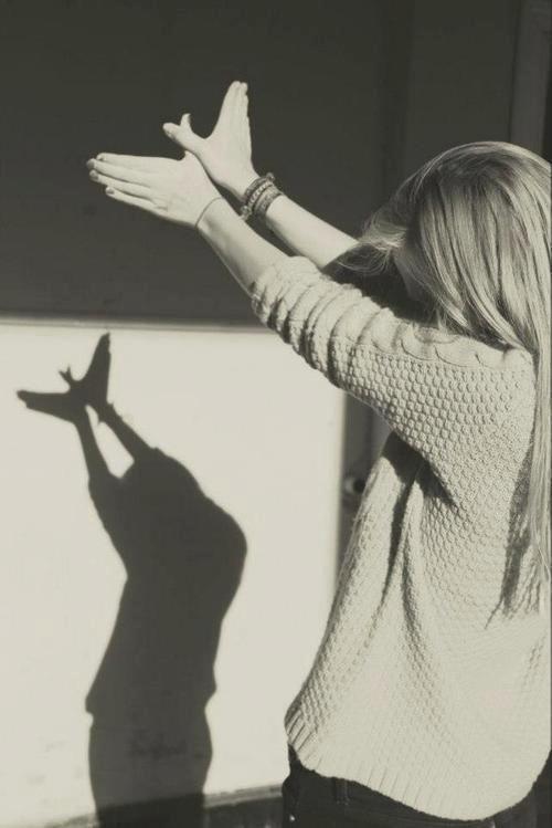 La imaginación es más rica que el lenguaje... sugiere con palabras, la imaginación se encargará del resto...