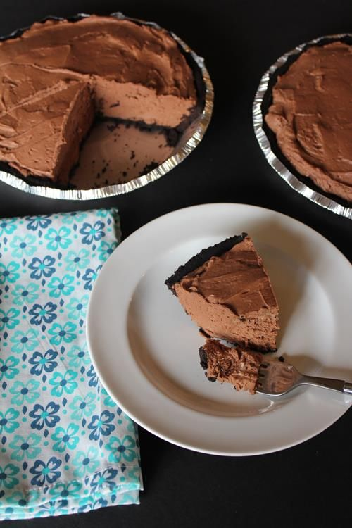 No-Bake Chocolate Cheesecake recipe is one of my favorite easy dessert to make. It only takes about 15 minutes to put together and everyone loves it.
