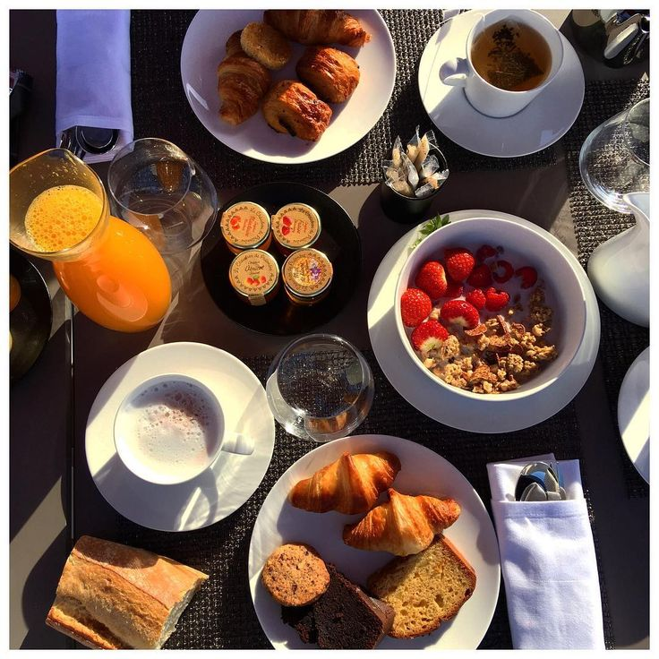 "562 mentions J'aime, 6 commentaires - AURELIE (@blackwhite_loving) sur Instagram : ""Petit dej royal . . #petitdejeuner #goodmorning #goodtimes #vacances #food"""